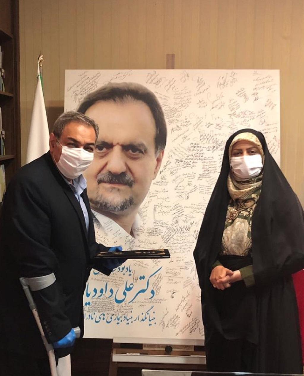 تقدیر از مدیرعامل بنیاد بیماریهای نادر ایران به مناسبت هفته دفاع مقدس